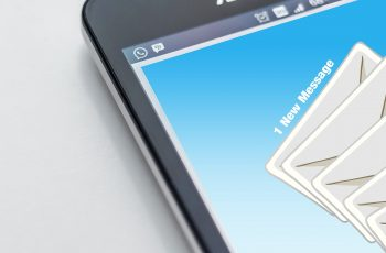 Usar e-mail marketing para expandir o negócio online.
