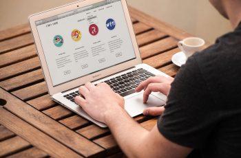 Criar um site simples de configurar e fácil de navegar.