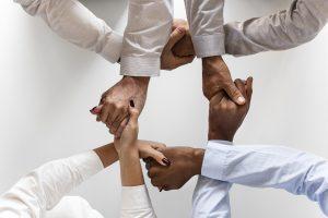Contratar um freelancer é mais que ter um profissional trabalhando para você, ele é um parceiro com acesso direto ao seu negócio e alguém para você trocar ideia.
