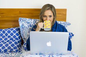 Trabalhar do conforto de casa e poder organizar seus horários, não significa que é trabalho fácil.