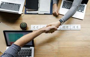Fazer parcerias fortalece o seu negócio.