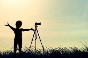 Torne o processo de gravar vídeos mais simples com o uso do teleprompter.