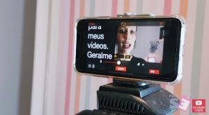 O aplicativo Teleprompter para IOS permite que você grave vídeos enquanto lê.