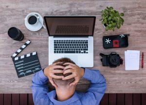 Gravar vídeos é uma estratégia essencial para um afiliado autoridade que tem sucesso.