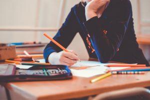 Conhecimento e tempo disponível? Gere renda dando aulas e ensinado coisas para outras pessoas.